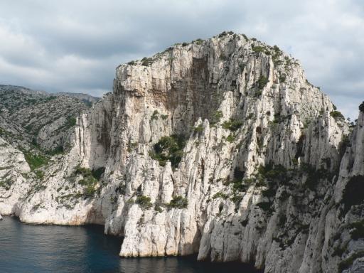falaise du belvédère pour grimper dans les calanques les futurs croulants, en vau