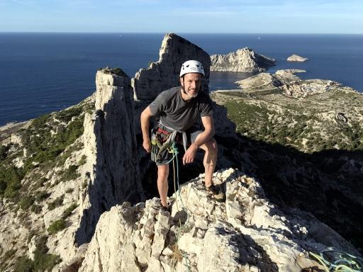 escalade grimpe sur les calanques, rocher des goudes, arête de la cordée, rocher de st michel d'eau douce