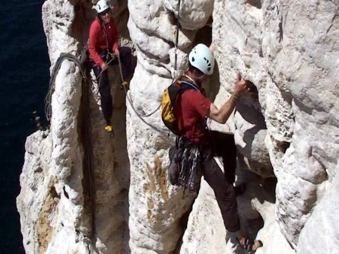 escalade guides calanques, le toit branlant castelvieil - En Vau